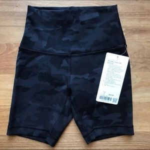 "Wunder Train Shorts 6"" Lululemon Size 2"